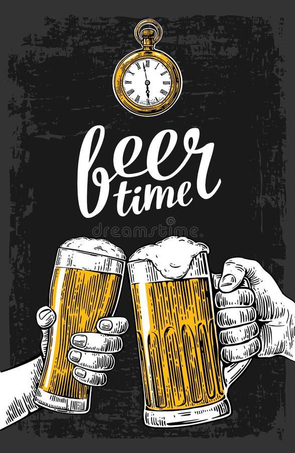 Dwa ręki trzyma piwnych szkieł kubek Ręka rysujący projekta element Rocznika rytownictwa wektorowa ilustracja dla sieci, plakat royalty ilustracja