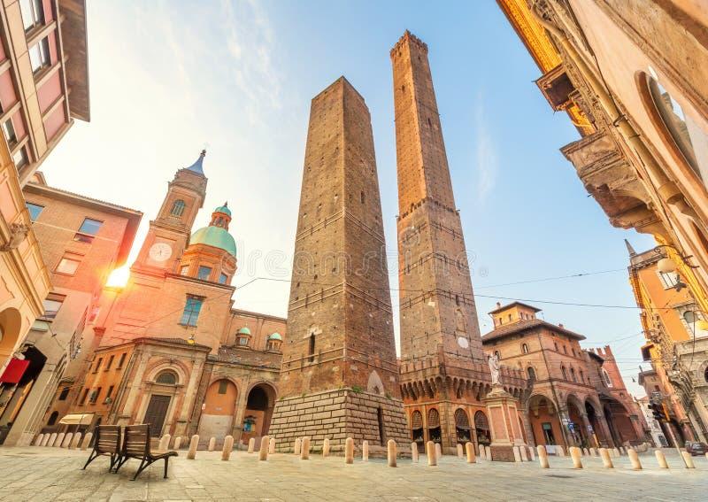 Dwa sławny spadać góruje Bologna fotografia royalty free