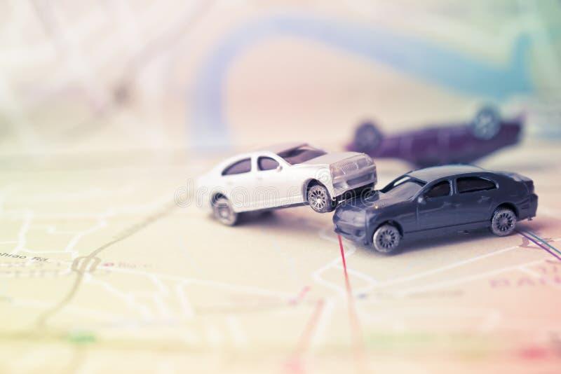 Dwa samochodów wypadku Miniaturowy trzask na drodze, asekuracyjnej skrzynce i br, obrazy royalty free