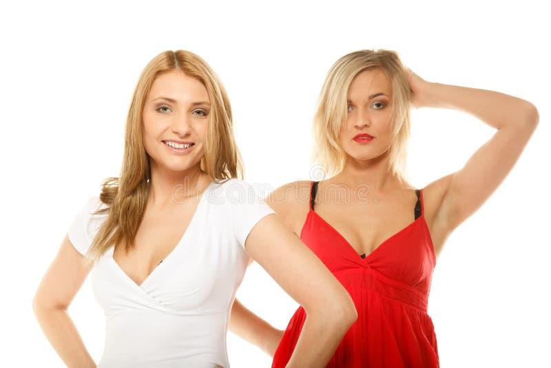 Dwa seksownej mody kobiety w lecie odziewają fotografia royalty free