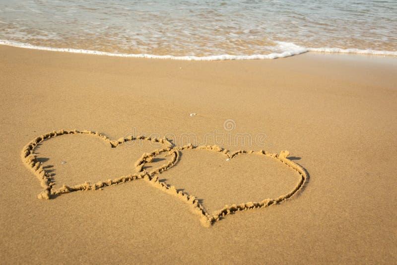Dwa serca na plaży fotografia royalty free