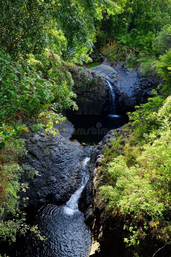 Dwa siklawy i wodnej kałuża wzdłuż Pipiwai Wlec w Haleakala parku narodowym, Maui, Hawaje obrazy royalty free