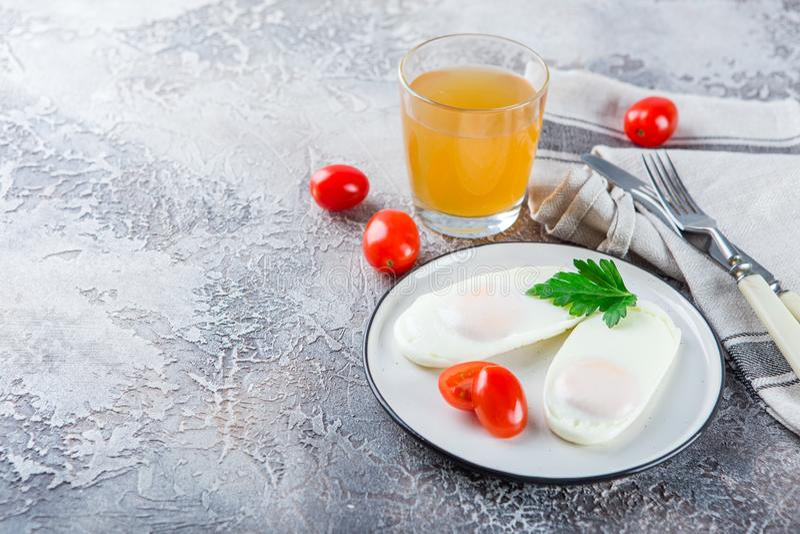 Dwa smażącego jajka dla śniadania fotografia stock