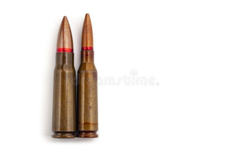 Dwa starego pociska dla karabinów automatycznych 5 45 i 7 62 kaliber obrazy stock