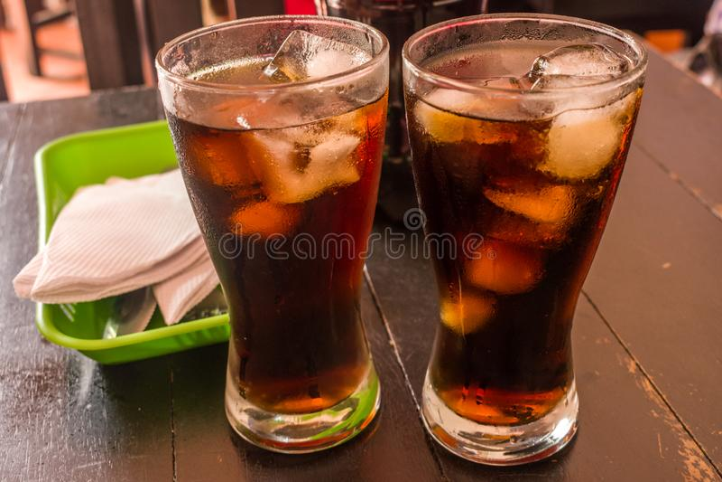 DWA szkła CZARNY lód I soda obrazy royalty free