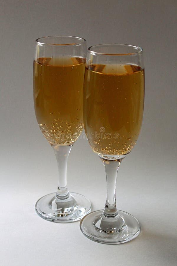 Dwa szkła iskrzasty wino dla wakacje zdjęcia stock