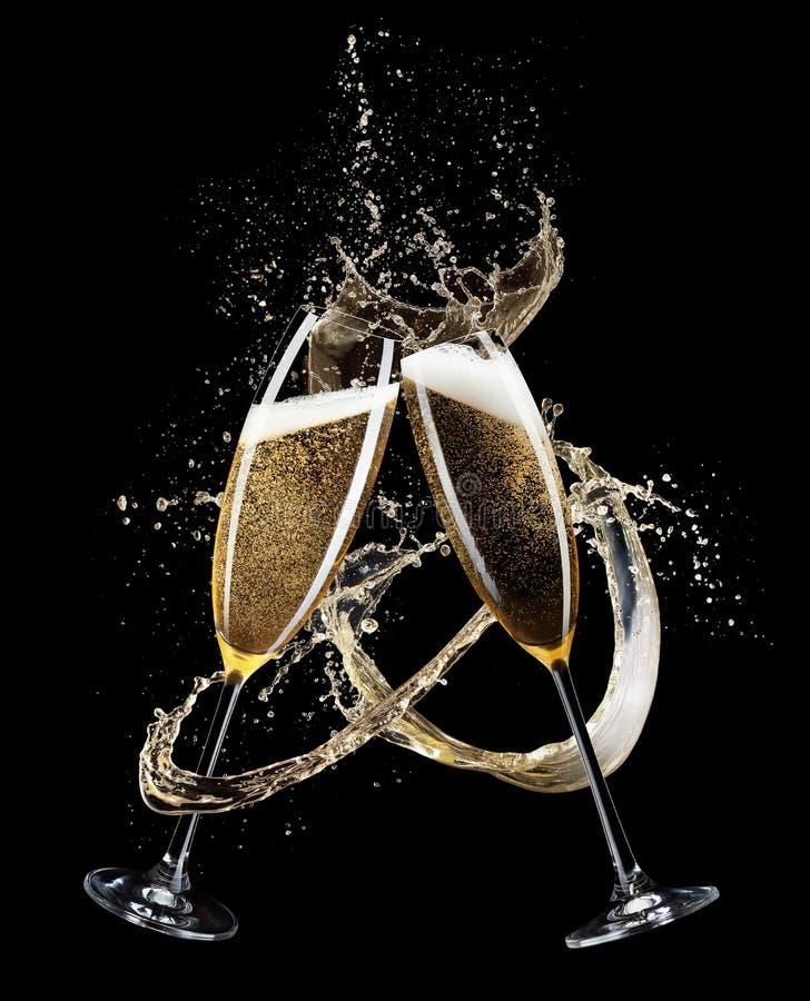 Dwa szkła odizolowywającego na czarnym tle szampan fotografia royalty free