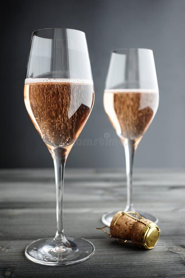 Dwa szkła róż menchii szampan fotografia royalty free