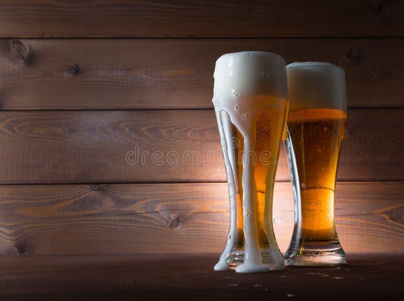 Dwa szkła złoty piwo fotografia royalty free