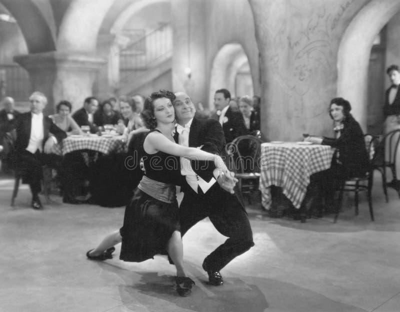 DWA tango (Wszystkie persons przedstawiający no są długiego utrzymania i żadny nieruchomość istnieje Dostawca gwarancje że tam b zdjęcia royalty free