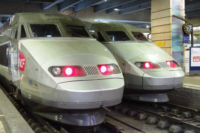 Dwa TGV szybkościowy pocisk trenuje przy Gare Montparnasse zdjęcie stock