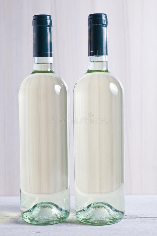 Dwa unlabelled butelki biały wino zdjęcia royalty free