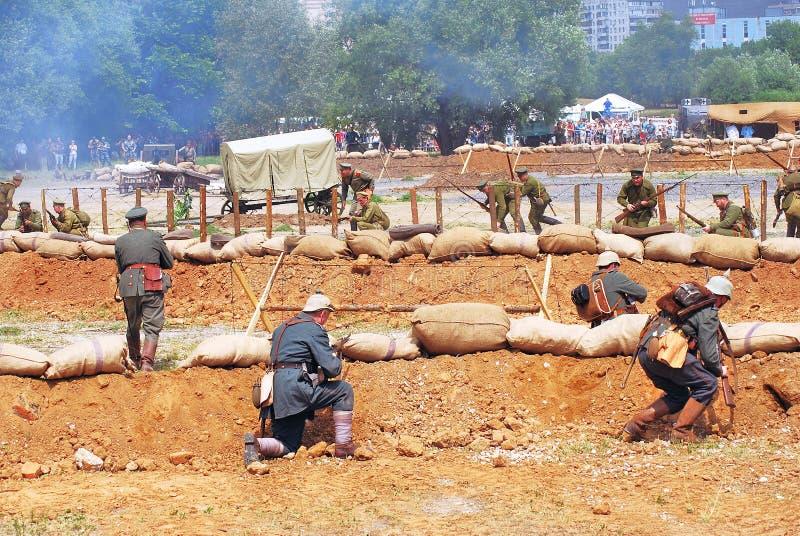 Dwa wojska atakują each inny fotografia stock