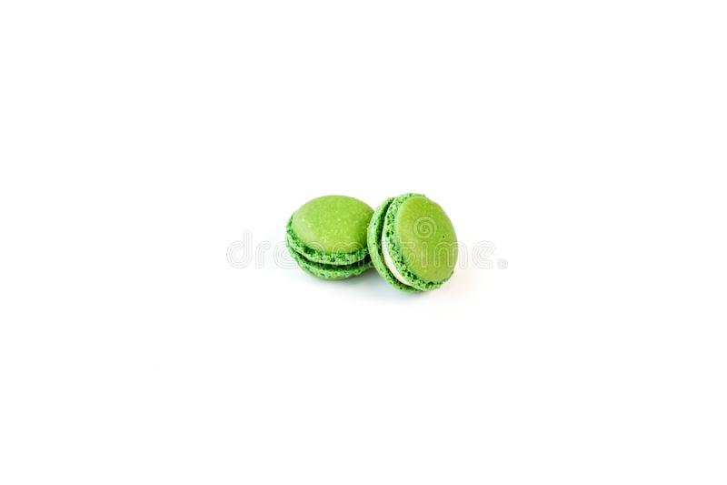 Dwa zielonego macaroons z białym tłem obraz royalty free