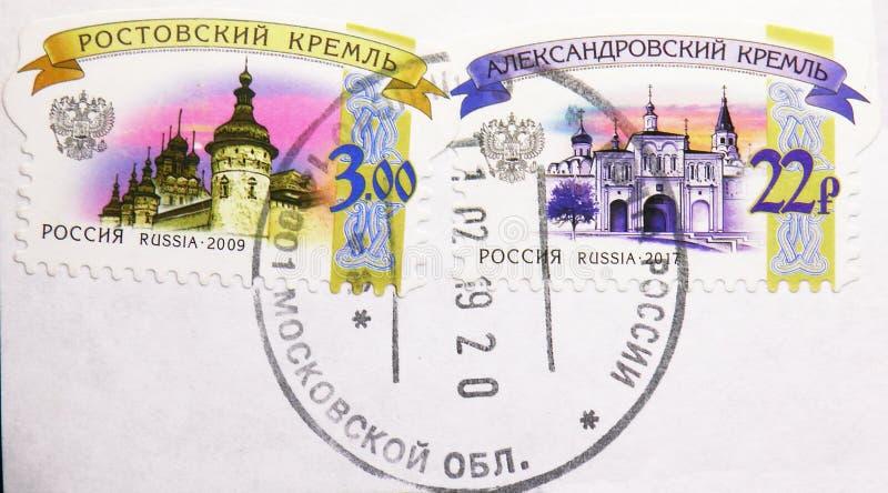 Dwa znaczka pocztowego drukującego w Rosja pokazują Rostov Kremlin 2009 i Aleksandrovsky Kremlin 2017, 6th Ostateczny seria zdjęcia royalty free