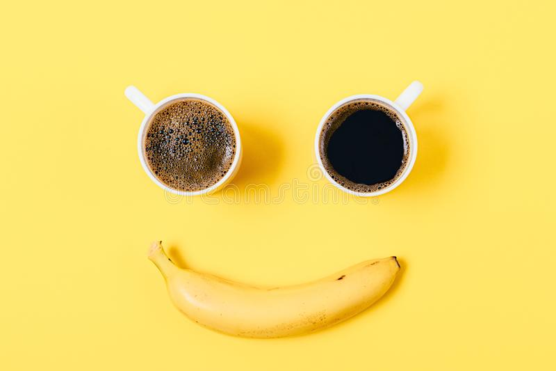 Dwaas het glimlachen gelukkig gezicht van twee koppen stock afbeeldingen