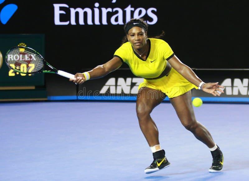 Dwadzieścia czasów wielkiego szlema jeden mistrz Serena Williams w akci podczas jej definitywnego dopasowania przy australianem o obraz stock