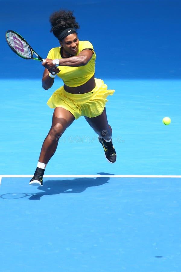 Dwadzieścia czasów wielkiego szlema jeden mistrz Serena Williams w akci podczas jej kwartalnego definitywnego dopasowania przy au zdjęcia royalty free