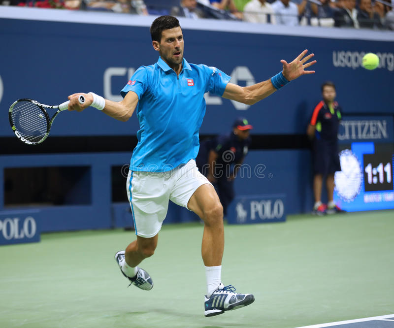Dwanaście czasów wielkiego szlema mistrz Novak Djokovic Serbia w akci podczas jego ćwierćfinału dopasowania przy us open 2016 zdjęcie stock