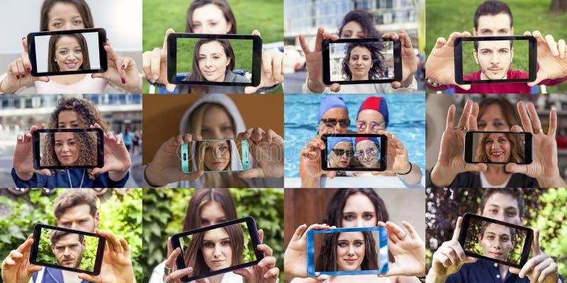 Dwanaście fotografii młodzi dorosli bierze selfie obrazy stock