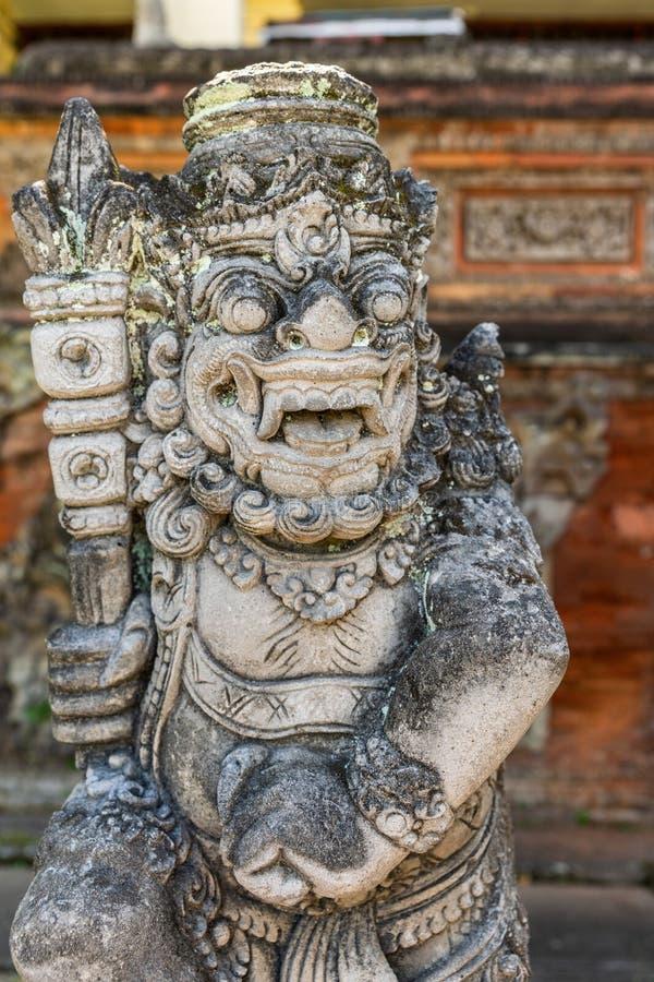 Dwarapalaka z klubem przy Royal Palace, Klungkung Bali Indonezja zdjęcia stock