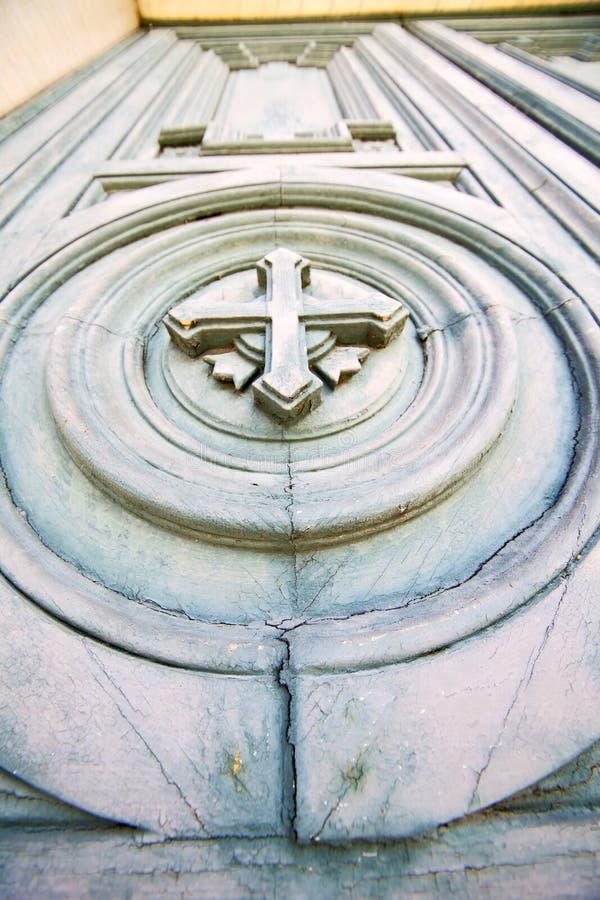 dwars traditionele deur in textuurspijker royalty-vrije stock afbeelding