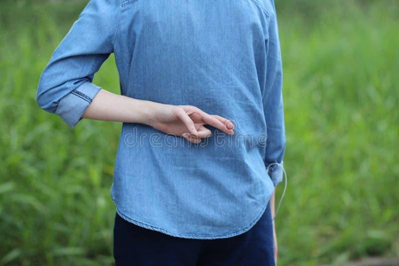 Dwarsvinger bij rug van blauw Jean royalty-vrije stock afbeeldingen
