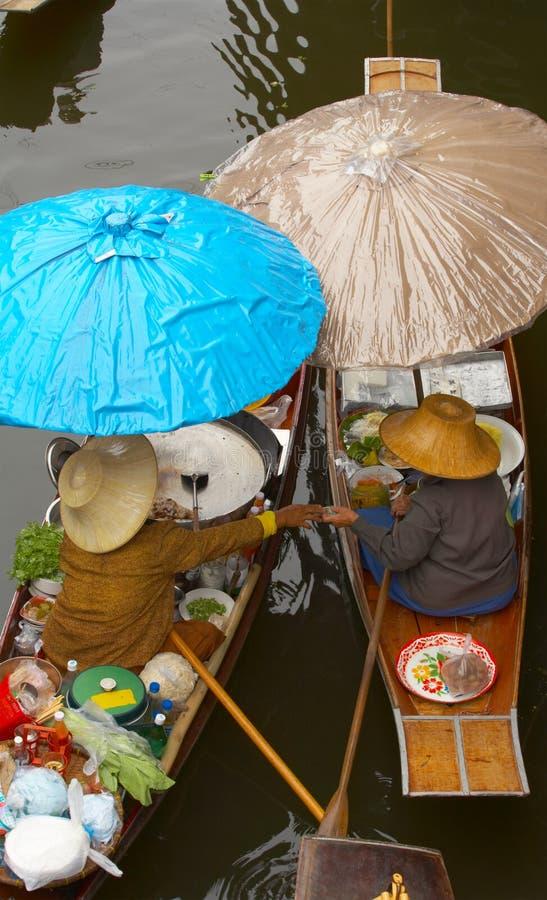dwie łodzie parasolki zdjęcia royalty free