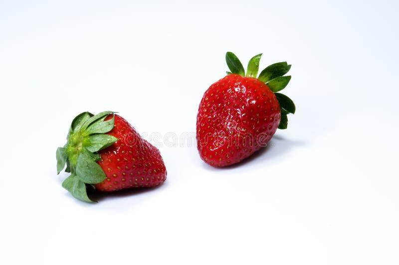 dwie czerwone soczyste truskawki obraz royalty free