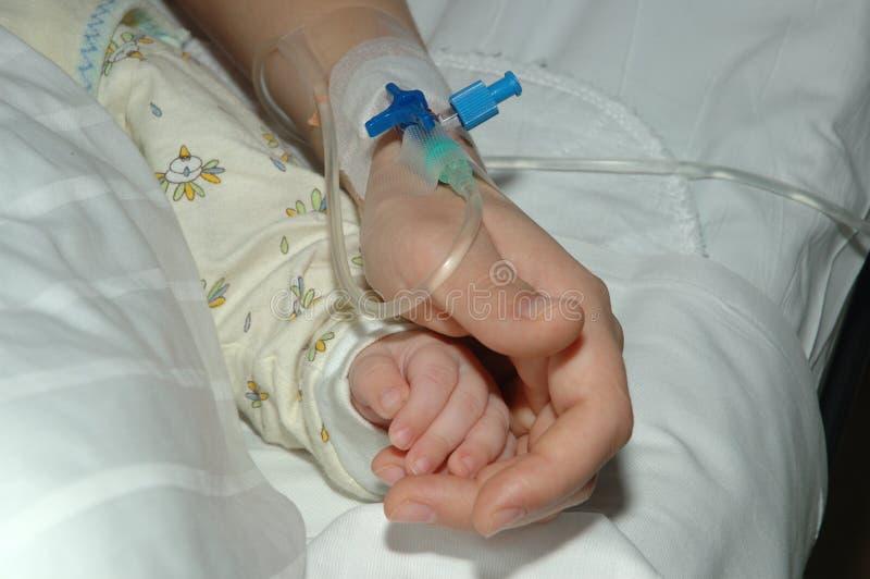 Download Dwie ręce zdjęcie stock. Obraz złożonej z infuzja, bezprawny - 48888