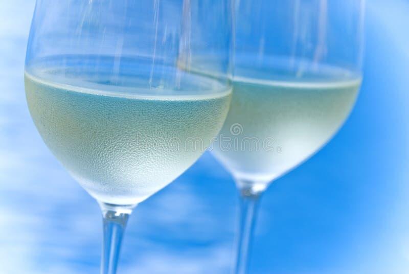 dwie szklanki białego wina fotografia stock