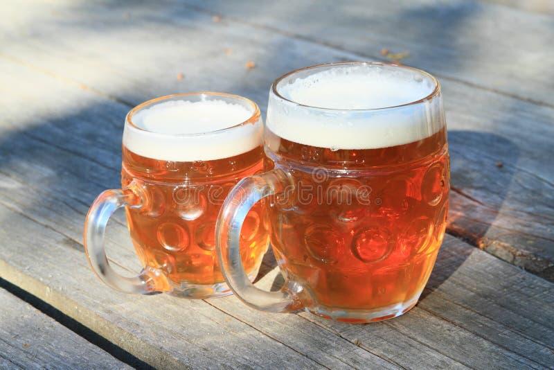 dwie szklanki piwa zdjęcia royalty free