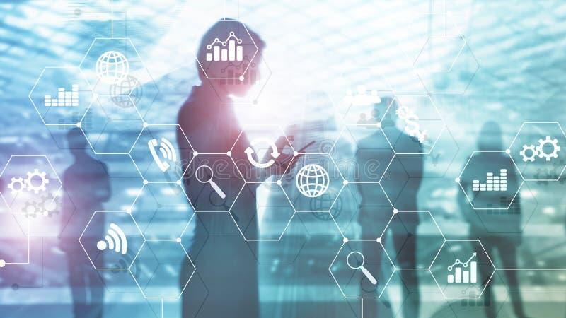 Dwoistego ujawnienia mieszani środki Diagramy i ikony na holograma ekranie Ludzie biznesu i nowożytny miasto na tle zdjęcie royalty free