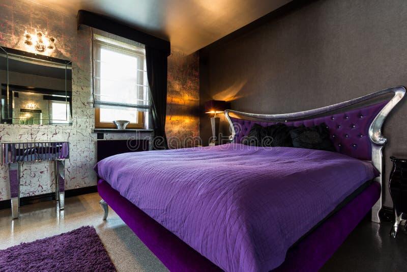 Dwoisty łóżko w ekstrawaganckiej sypialni fotografia royalty free