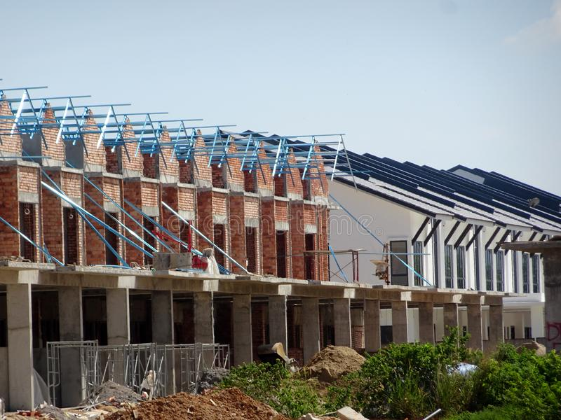 Dwoisty opowie?? luksusu tarasu dom w budowie w Malezja fotografia stock