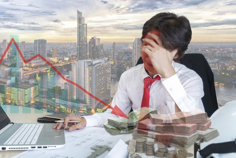 Dwoisty ujawnienie stresujący się młody biznesmen obraz stock