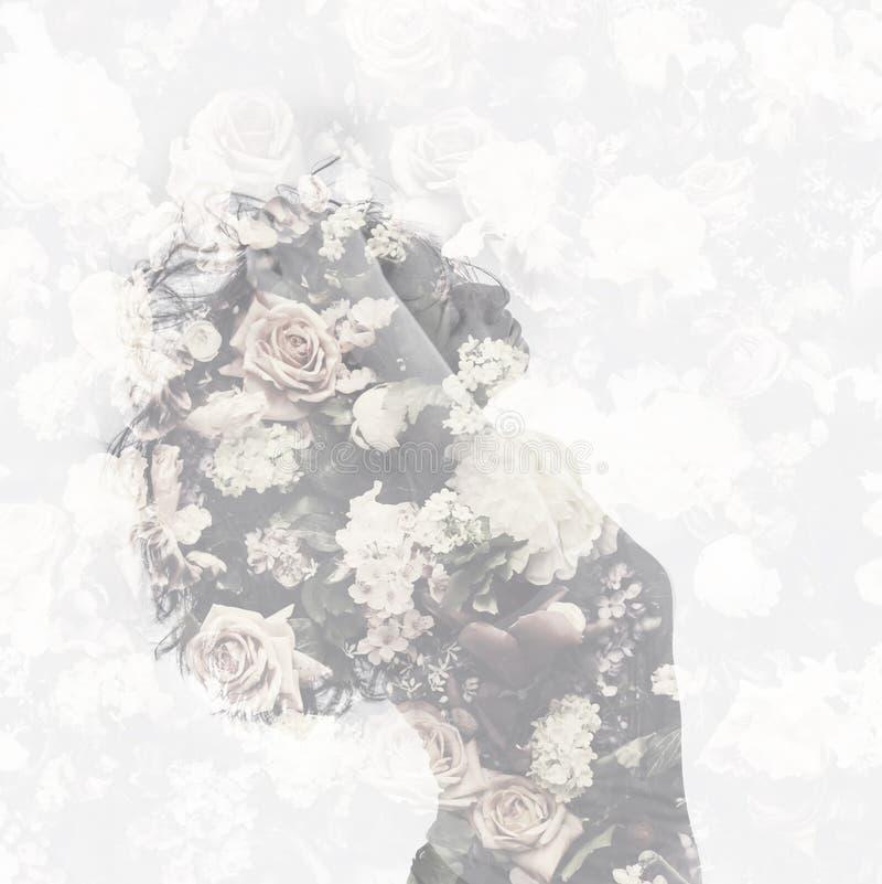 Dwoisty ujawnienie z żeńskim portreta i rocznika kwiatu wzorem obraz stock