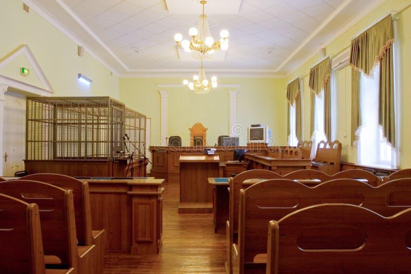 Dworski wnętrze - dworska sala w oczekiwaniu proces karny zdjęcia stock