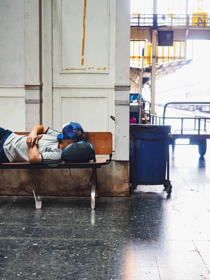 Dworzec Hua Lamphong, ludzie spać zdjęcie royalty free