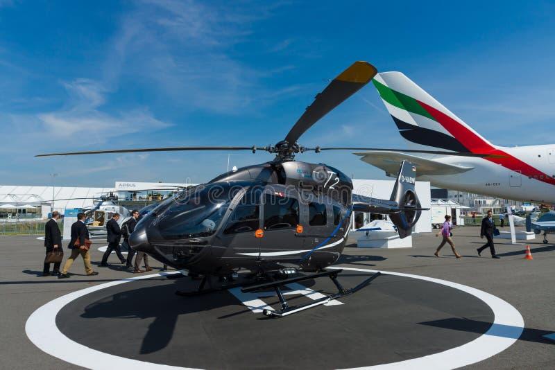 Dwusilnikowy lekki oszczędnościowy helikopter - Eurocopter EC145 T2 obraz stock