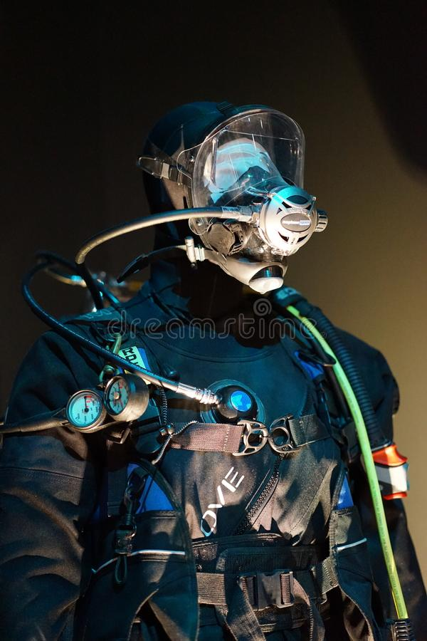 Dykare i det undervattens- kugghjulet - closeup fotografering för bildbyråer