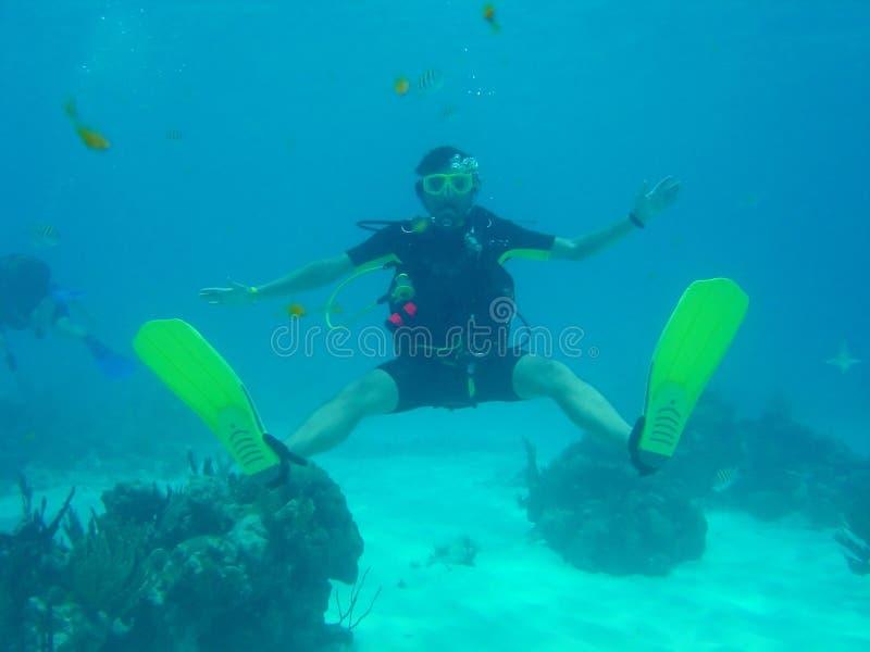 dykningmanscuba royaltyfri bild