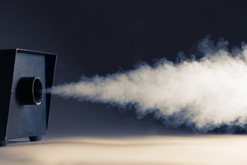 Dymna maszyna w akci zdjęcia stock