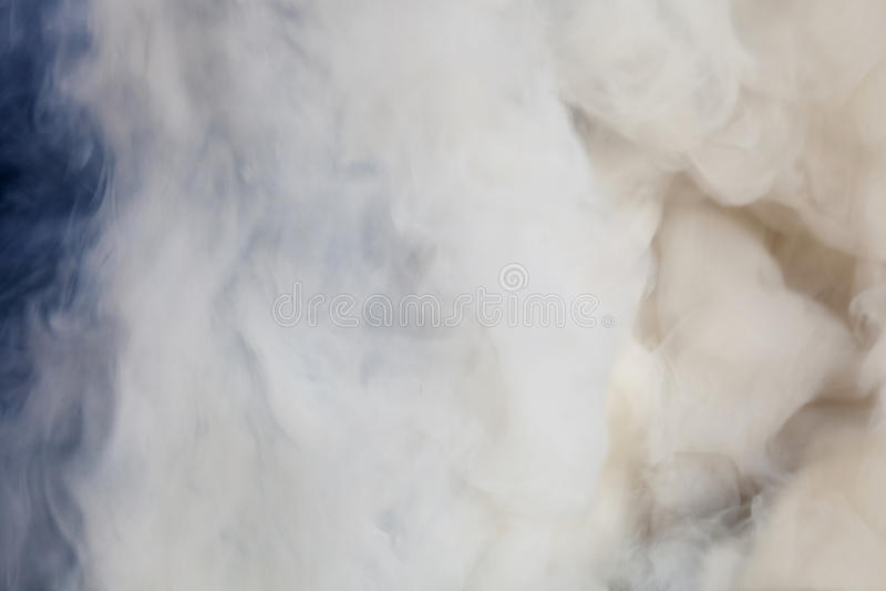 Download Dymny tło zdjęcie stock. Obraz złożonej z overcast, naturalny - 28962270
