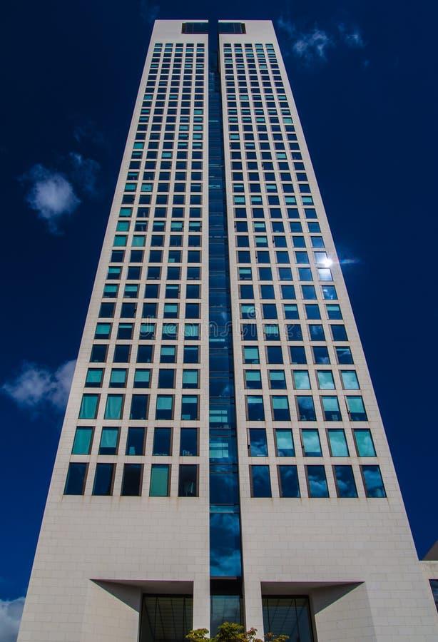 Dynamiczny biznesowy budynek w Frankfurt, Niemcy zdjęcia stock