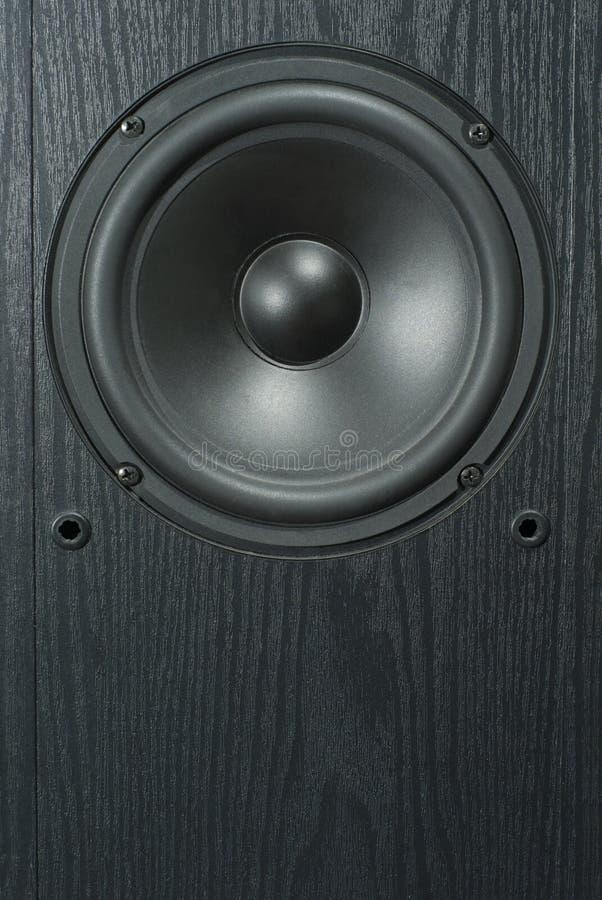 Dynamischer Sprecher im schwarzen Gremium der Lautsprechernahaufnahme lizenzfreie stockfotos