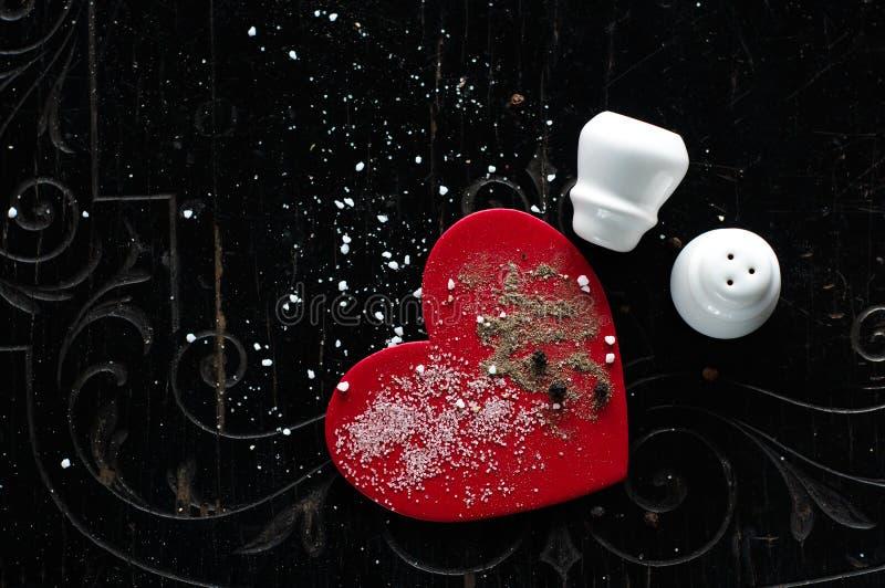 Dynamisme vers le haut de l'amour avec du sel et le poivre images stock