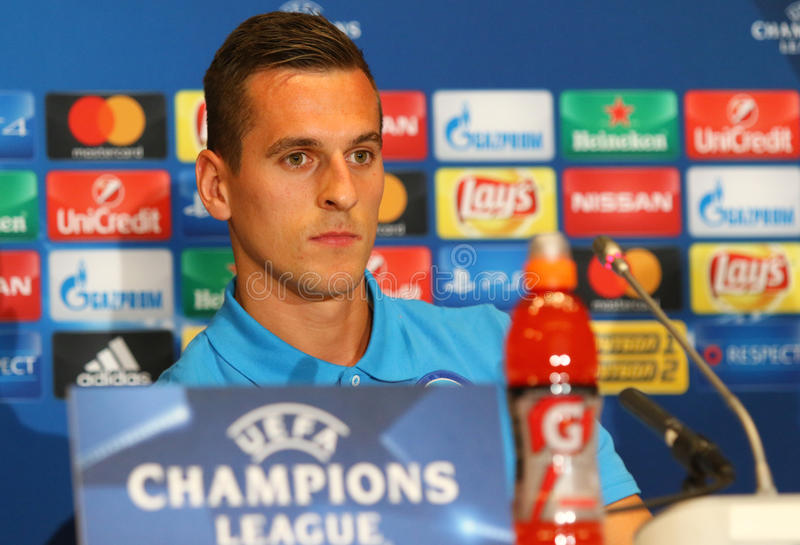 Download Dynamo Kyiv V Napoli De Ligue De Champions D'UEFA : Presse-conférence De Pré-match Image stock éditorial - Image du entrevue, gibier: 77153894