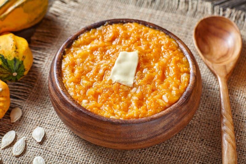 Dyniowego ryżowego owsianka puddingu śniadaniowy domowej roboty cukierki piec deserowego zdrowego organicznie odżywianie diety je zdjęcie stock