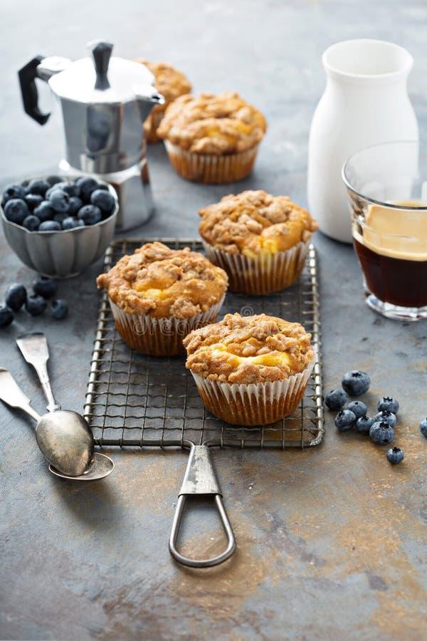 Dyniowi muffins z cheesecake plombowaniem fotografia royalty free